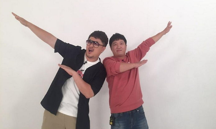 """Weekly Idol"" Releases Stills Of Jung Hyung Don's Return With Apink"
