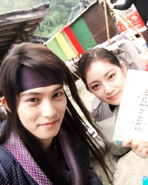 "Lee Jong Hyun And Gong Seung Yeon Of ""We Got Married"" Reunite On Set Of Their New Drama"