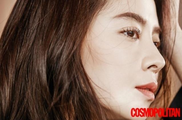 Song Ji Hyo Explains Why She Doesn't Use Social Media For Cosmopolitan