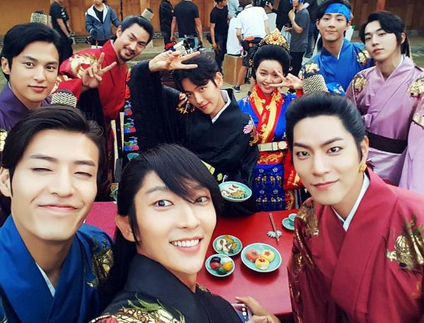 "Lee Joon Gi Celebrates 1 Million Followers On Instagram With Fun Cast Shot From ""Scarlet Heart: Goryeo"""