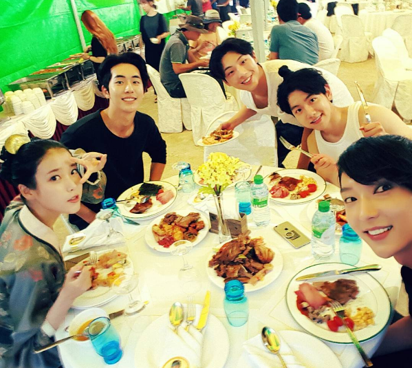 "Lee Joon Gi Shares Cute Shot Of Cast From Behind The Scenes Of ""Scarlet Heart: Goryeo"""