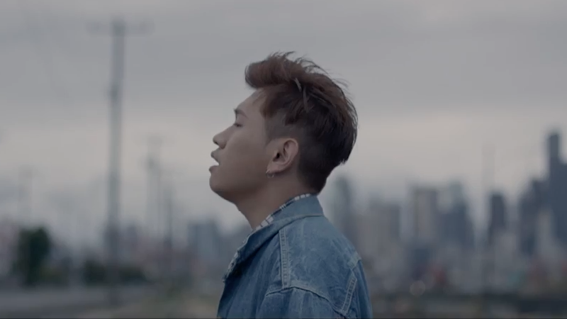 """Watch: Crush Displays His Smooth Vocals In New """"Fall"""" MV"""