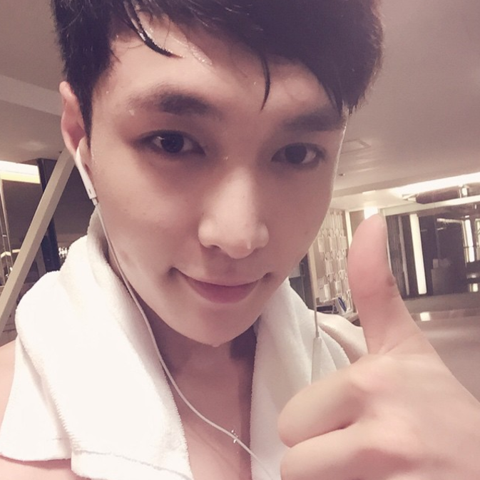 EXO's Lay Updates Fans Following Fainting Incident