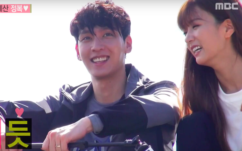 """Choi Tae Joon Only Has Eyes For His """"Wife"""" Bomi Even When Watching Apink"""