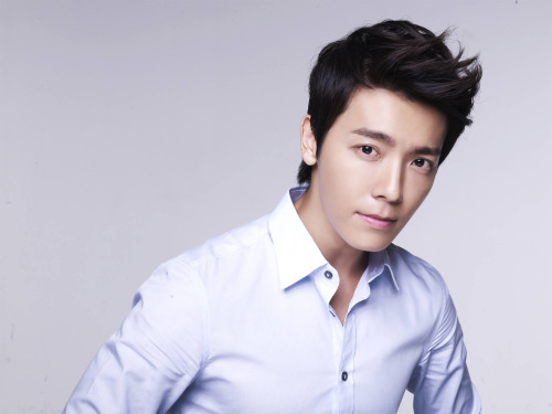 Super Junior's Donghae Writes Letter To Fans On His Birthday And Enlistment Anniversary