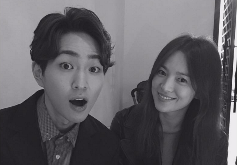 """""""Descendants Of The Sun"""" Co-Stars Song Hye Kyo And Onew Coincidentally Reunite"""