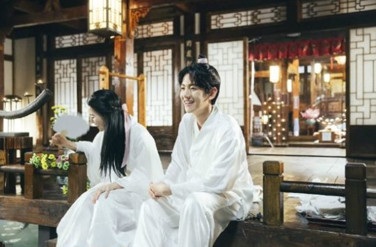 """Scarlet Heart: Goryeo"" Shares Cute Behind-The-Scenes Shots Of Baekhyun And Z.Hera's Kiss Scene"