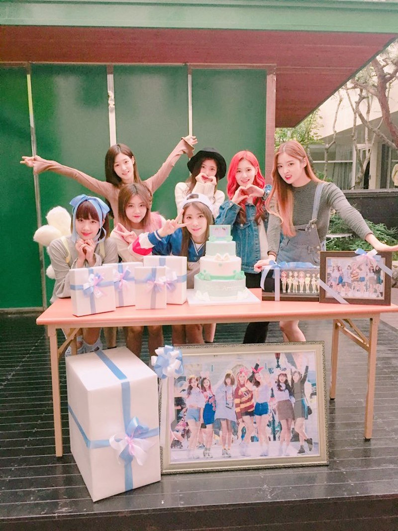 DIA Thanks Fans For Celebrating Their 400th Day Anniversary With Them