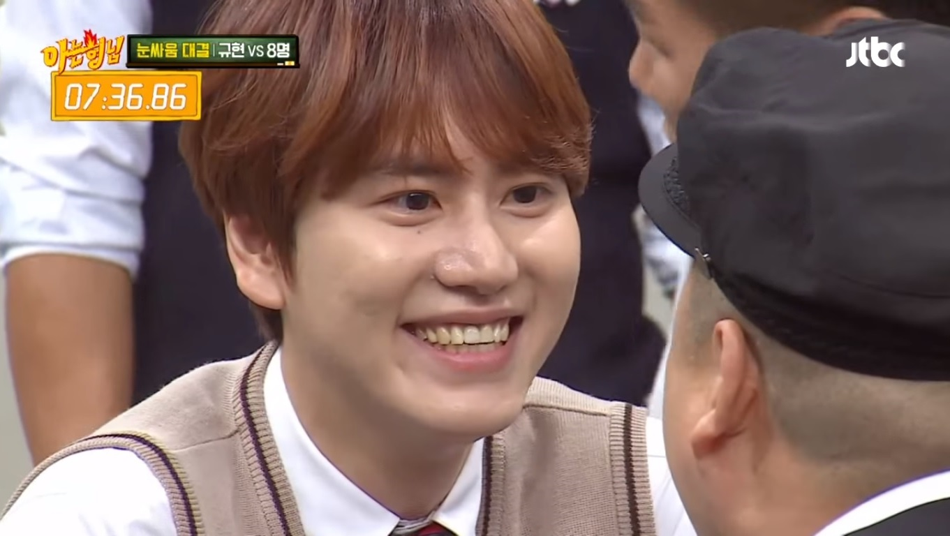 "Super Junior's Kyuhyun Blows Away ""Ask Us Anything"" Cast During Staring Contest"