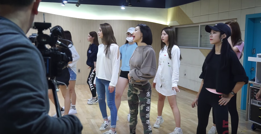 """Watch: Choreographer Lia Kim Takes Fans Behind I.O.I's """"Very Very Very"""" Dance Practice"""
