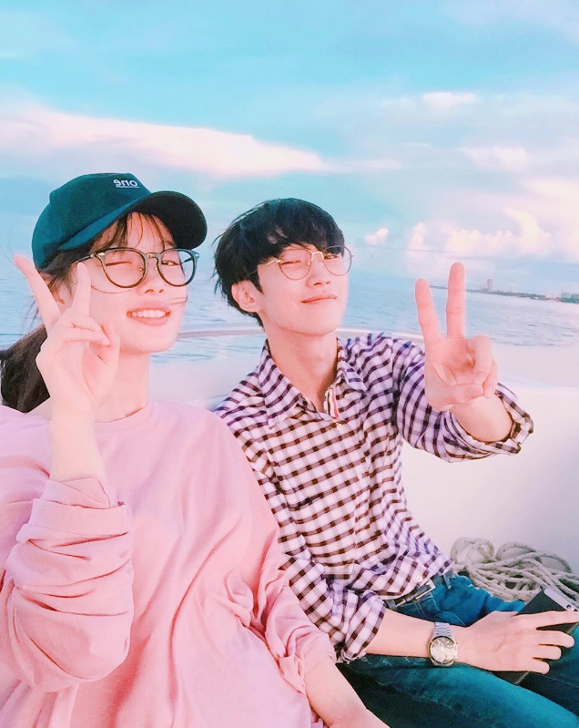 Kim Yoo Jung And B1A4's Jinyoung Enjoy A Well-Deserved Break By The Sea