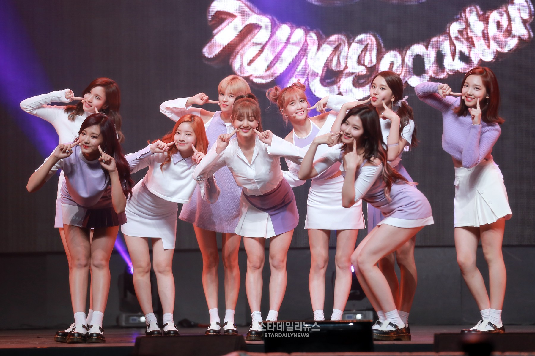 """TWICE Continues All-Kill Reign On Music Charts With """"TT"""" For 5th Day In A Row"""