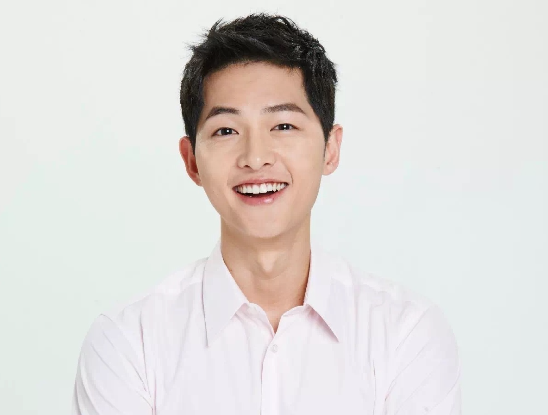 Song Joong Ki Makes A Thoughtful (And Adorable) Gesture Towards Child Actress Heo Jung Eun