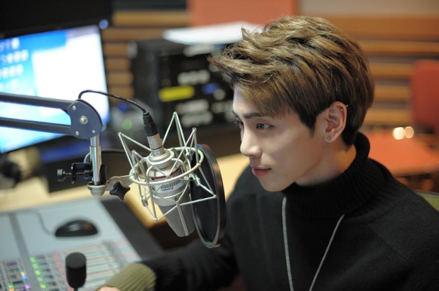 "SHINee's Jonghyun Celebrates 1000th Day As Radio DJ Of ""Blue Night"""