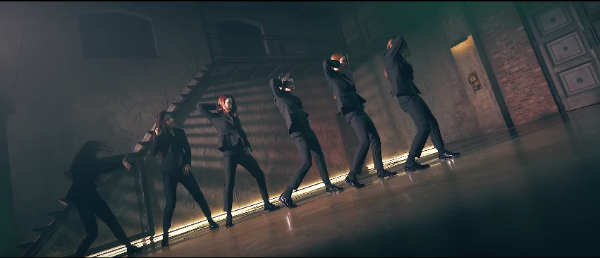 """Watch: gugudan Covers Labelmate VIXX's """"Chained Up"""" Dance"""
