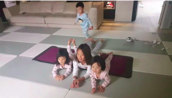 Daebak And His Sisters Work Their Muscles In Adorable Exercise Routine