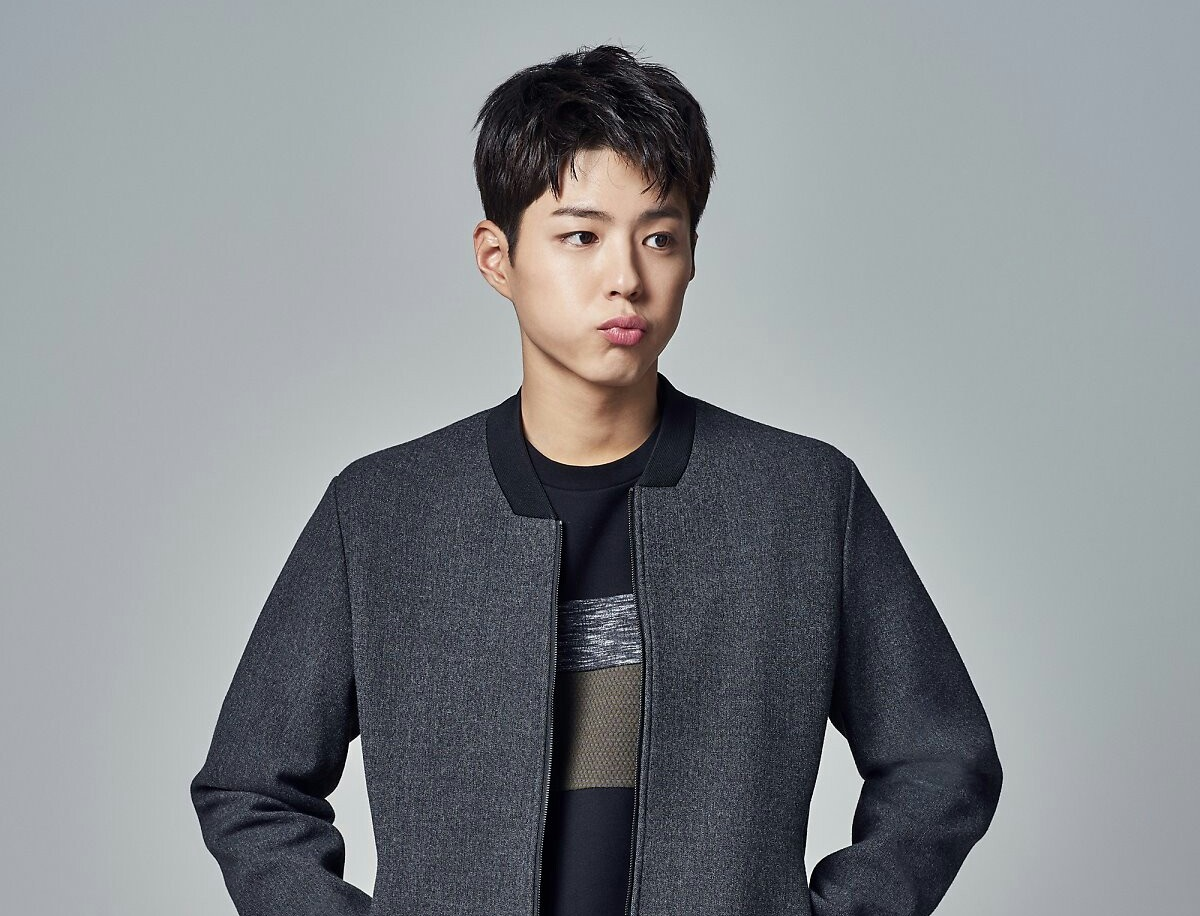Park Bo Gum Says He May Have To Give Up Taking The Subway After All