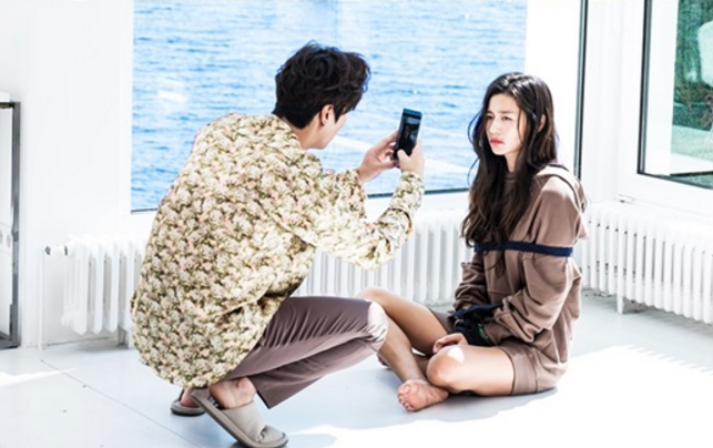 """""""The Legend Of The Blue Sea"""" Releases Comical Stills Of Jun Ji Hyun And Lee Min Ho"""