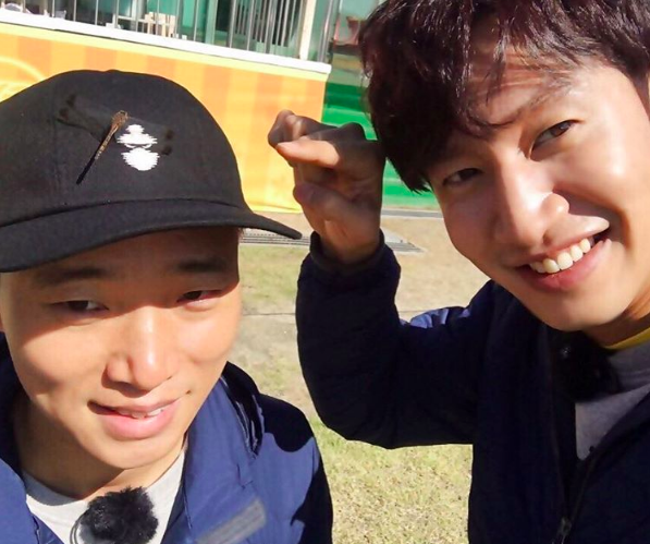"Gary Thanks Everyone After His Final ""Running Man"" Filming And Lee Kwang Soo Shares Cute Photo From Shoot"