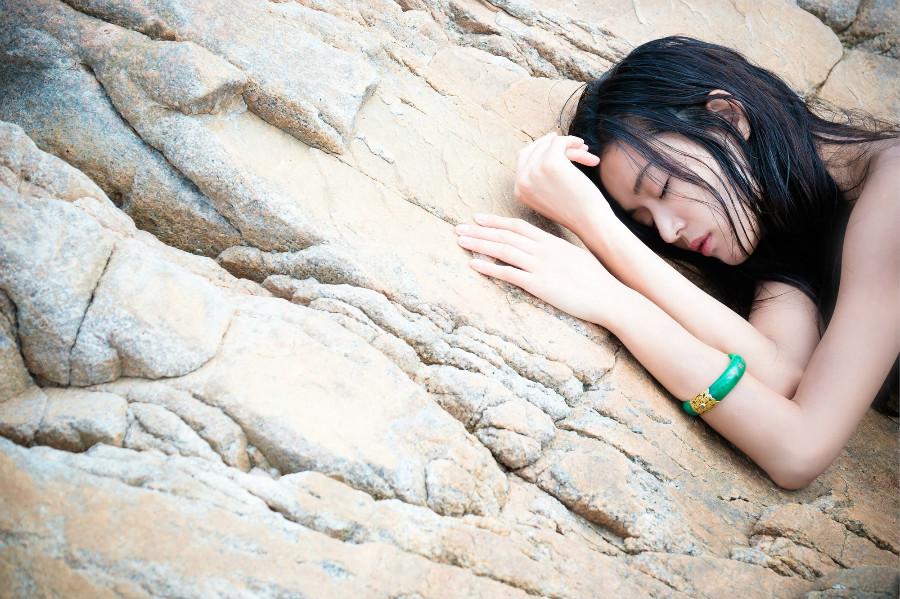 """The Legend Of The Blue Sea"" Releases More Stunning Stills Of Jun Ji Hyun"