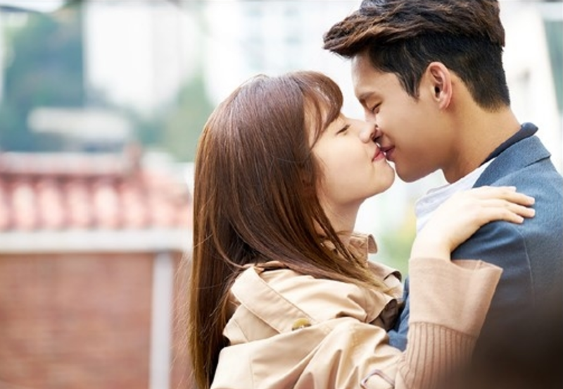 """Seo In Guk Gets Embarrassed At Being Called A """"Kiss Master"""""""