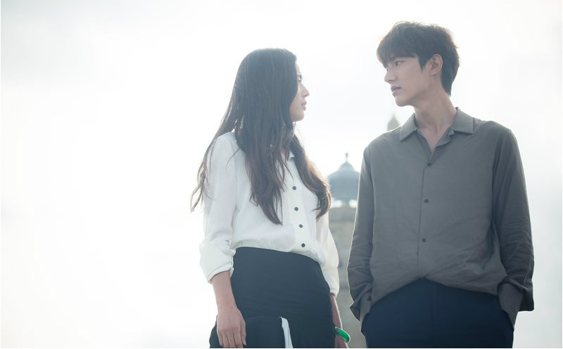 """Jun Ji Hyun And Lee Min Ho Show Their Amazing Chemistry In Latest Stills For """"The Legend Of The Blue Sea"""""""