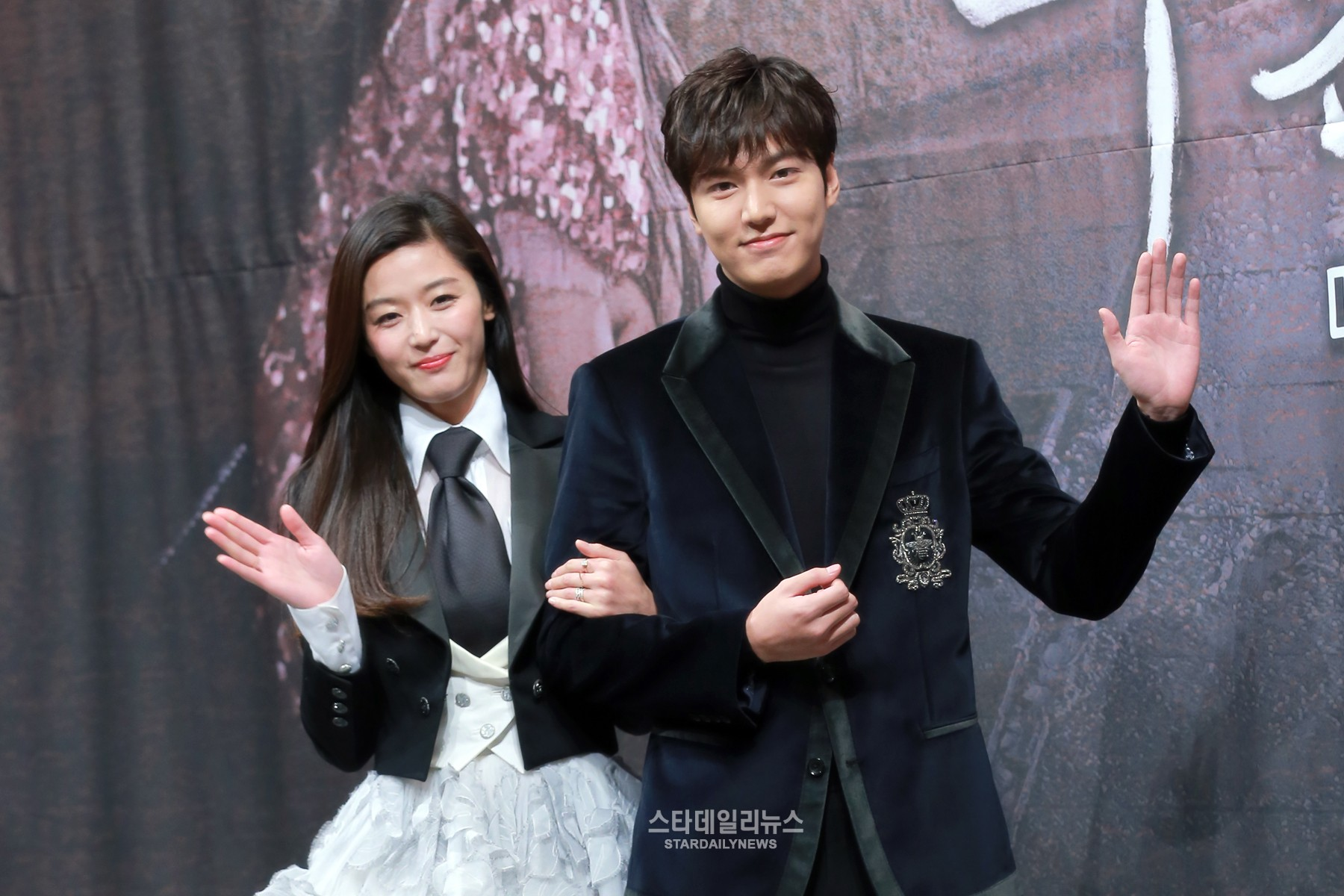 "Jun Ji Hyun And Lee Min Ho Talk Honestly About Working Together On ""The Legend Of The Blue Sea"""