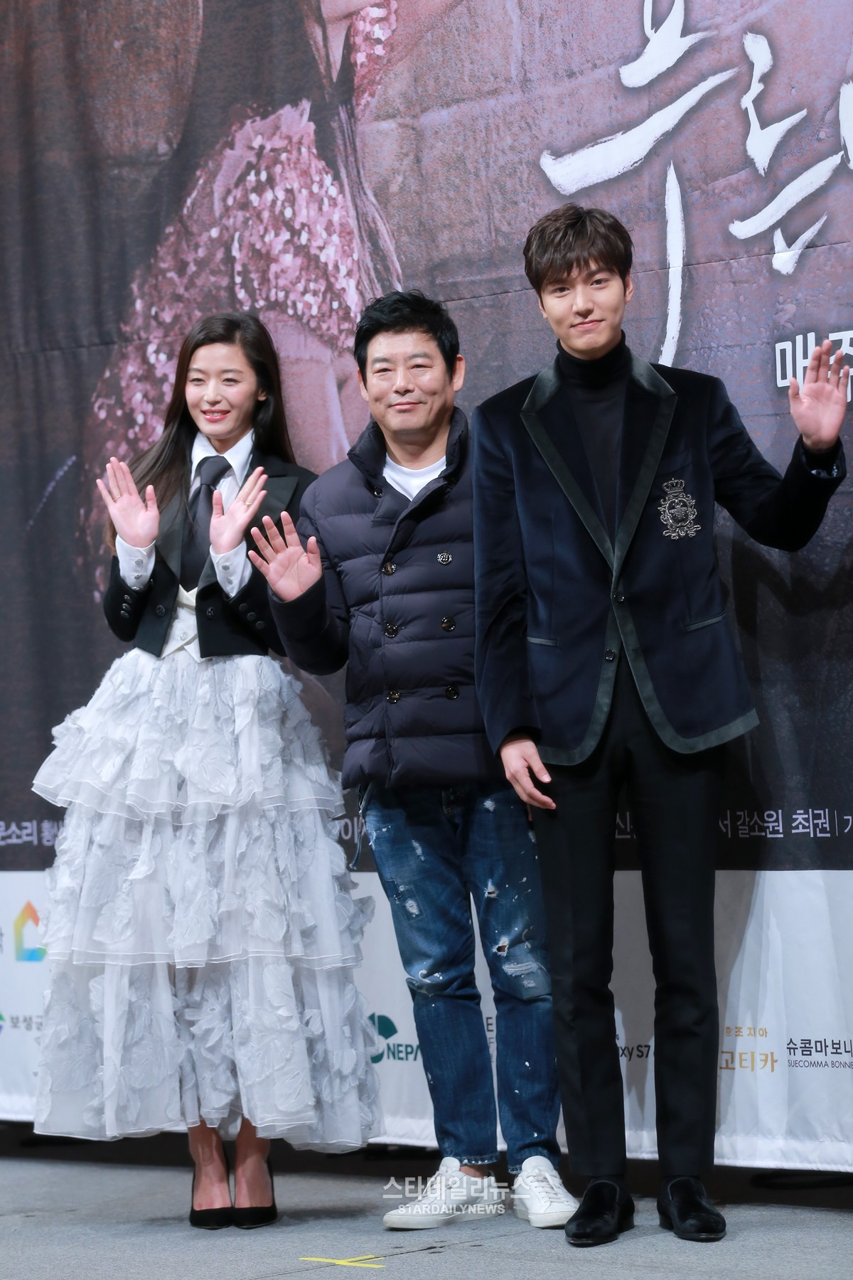 """Jun Ji Hyun Endures Difficult Water Scenes For """"The Legend Of The Blue Sea"""""""