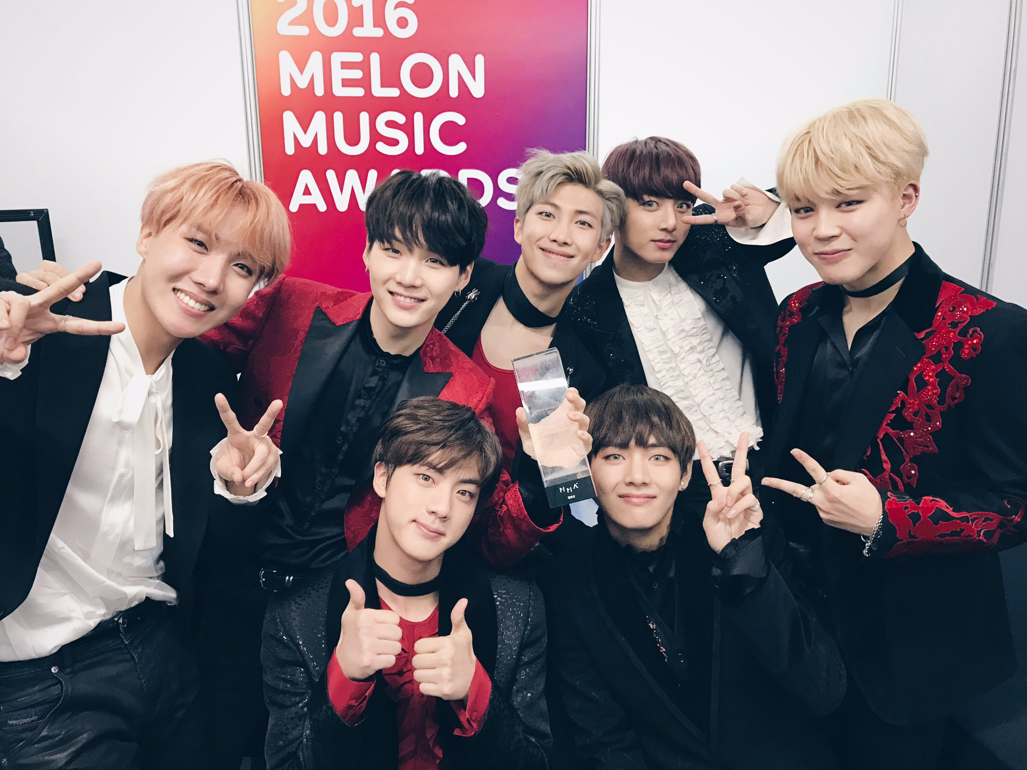 BTS Wins Best Album Of The Year At The 2016 Melon Music Awards