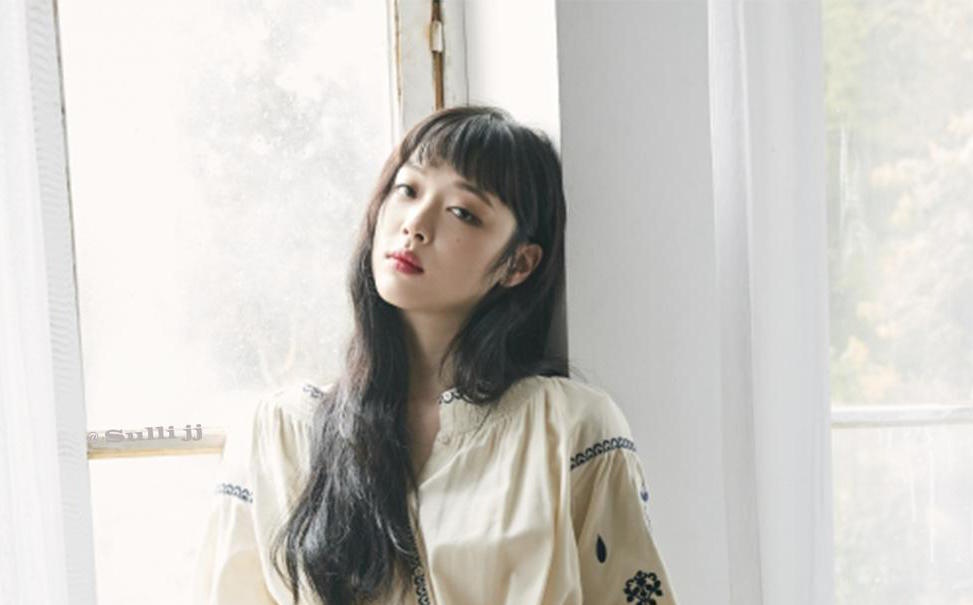 Sulli Reportedly Visits Emergency Room For Wrist Injury, SM Explains