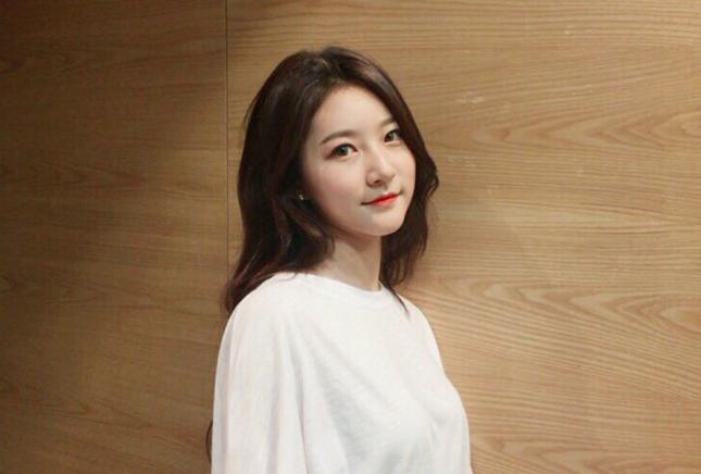 Kim Sae Ron Celebrates Her New Start With YG Entertainment