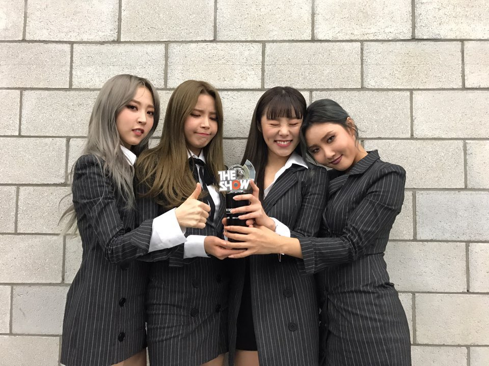 "Watch: MAMAMOO Takes 1st Win For ""Décalcomanie"" On ""The Show"""