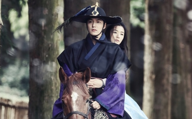 "Lee Min Ho And Jun Ji Hyun Face Sudden Danger In Latest Stills For ""The Legend Of The Blue Sea"""