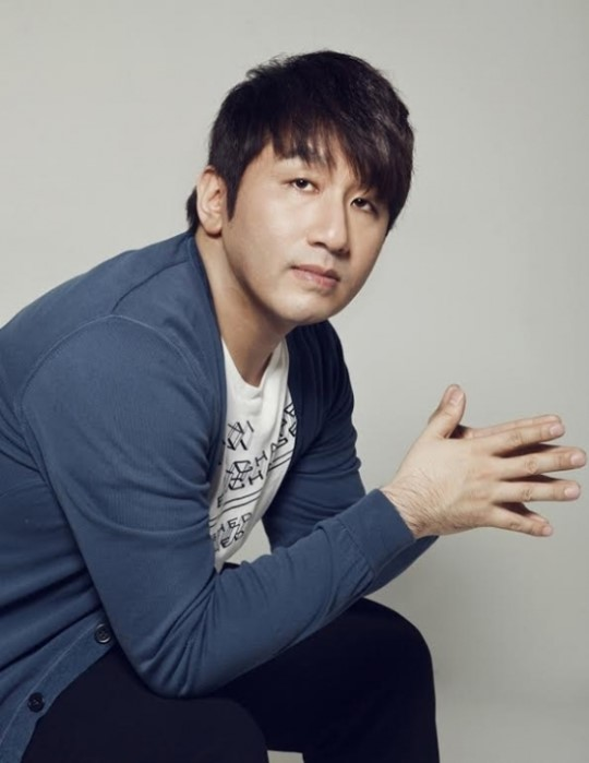 Big Hit's Producer Bang Si Hyuk Hits It Big With Triple Crown