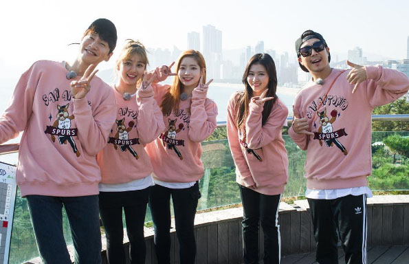 """""""Running Man"""" Teases TWICE Beauty-Filled Episode"""