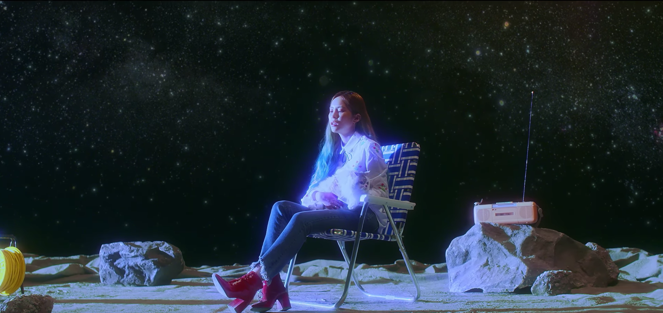 "Watch: Heize Sings Of Separation In Otherworldly Music Video For ""Star"""
