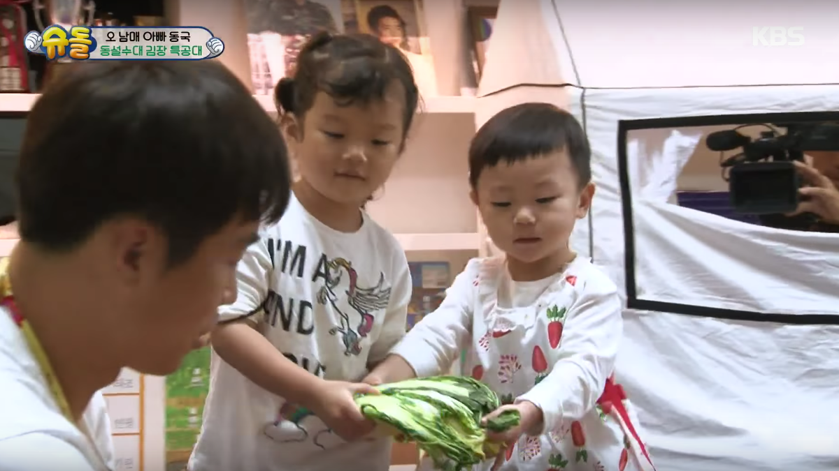 Lee Dong Gook And His Children Take On Difficult Task Of Making Their Own Kimchi