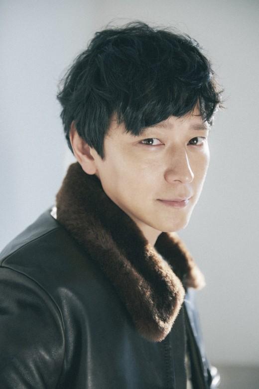 Kang Dong Won Officially Joins YG Entertainment, Yang Hyun