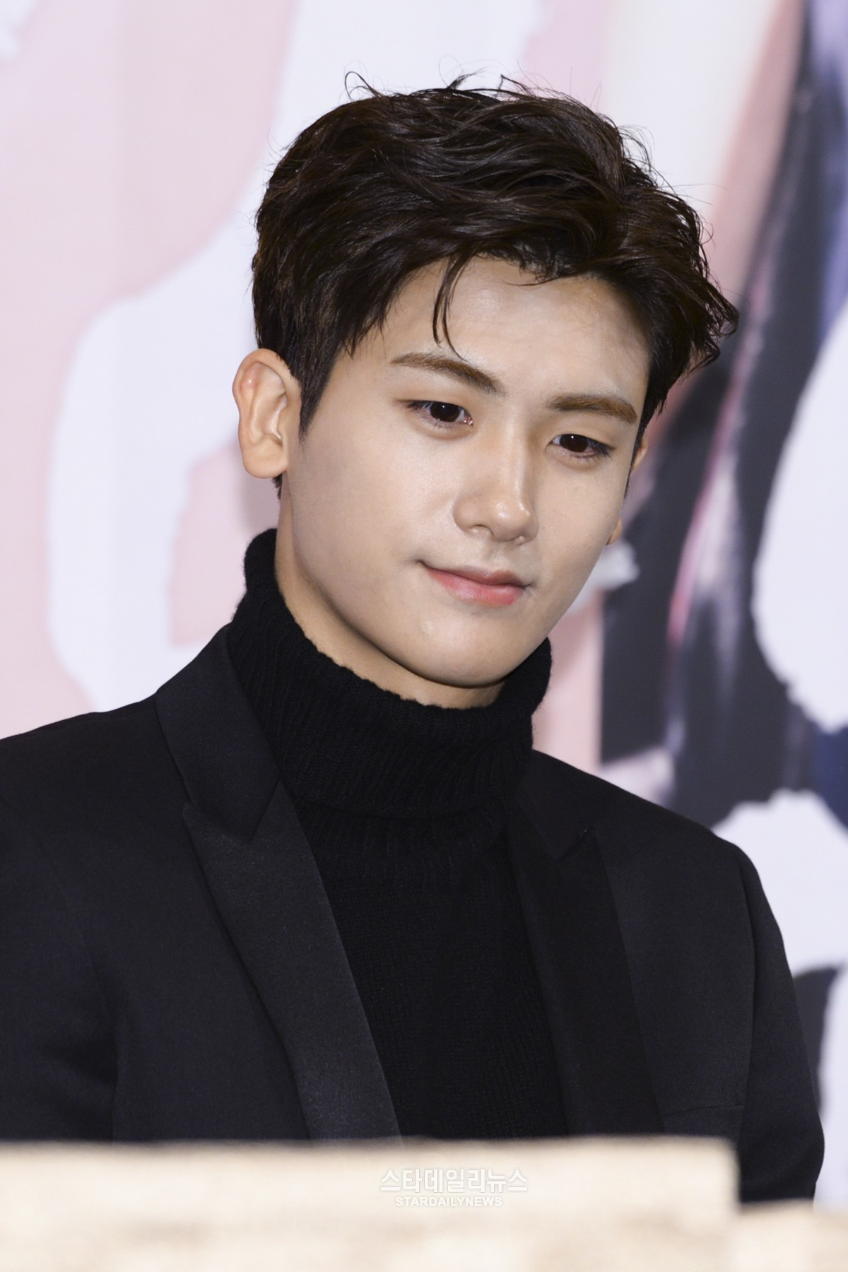 """ZE:A's Park Hyung Sik Candidly Discusses Overcoming The Difficulties Of His """"Hwarang"""" Role"""