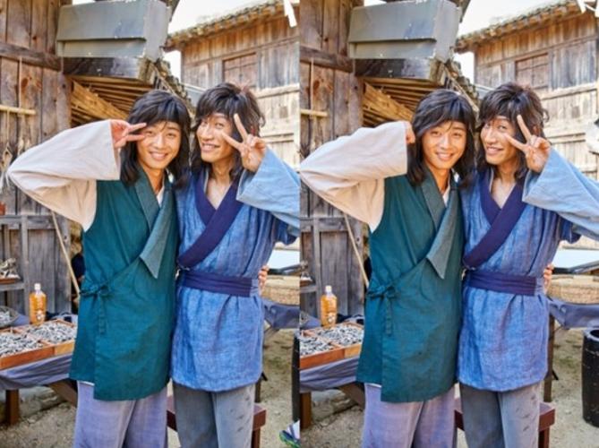 "Park Seo Joon And Lee Kwang Soo Turn Up The Bromance In Latest ""Hwarang"" Stills"