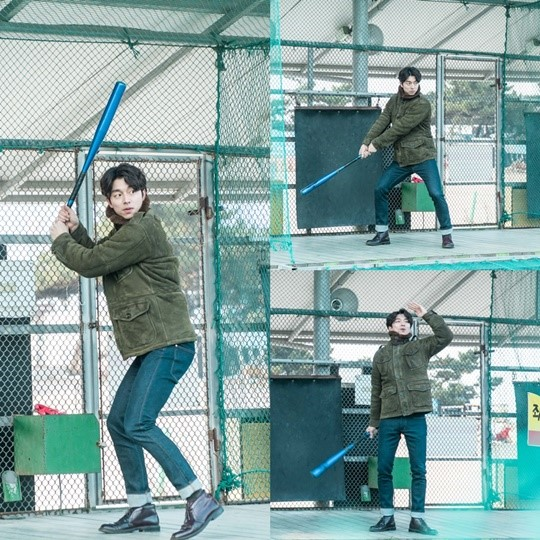 """Gong Yoo To Show Off His Batting Skills In Upcoming """"Goblin"""" Episode"""