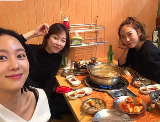 """Another Oh Hae Young"" Ladies Get Together For Year-End Reunion"