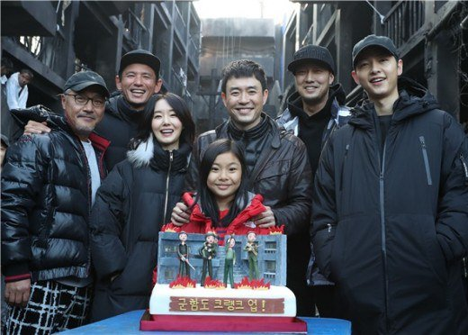 """""""Battleship Island"""" Crew Is Touched By Song Joong Ki's Heartfelt Gesture Of Appreciation"""