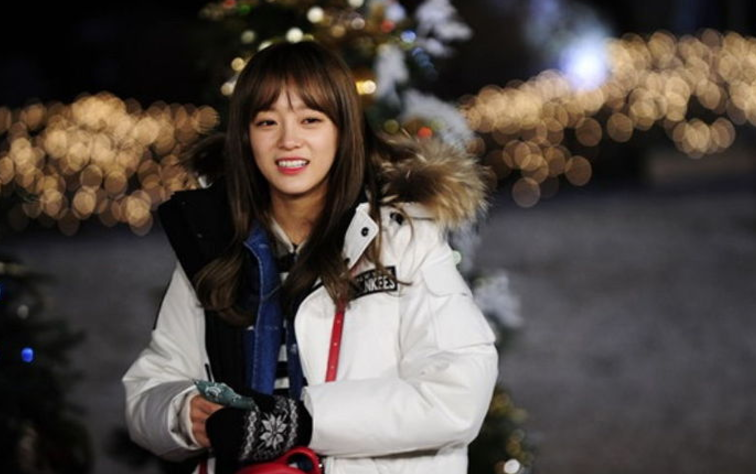 gugudan's Kim Sejeong Reveals When She Had Her First Kiss