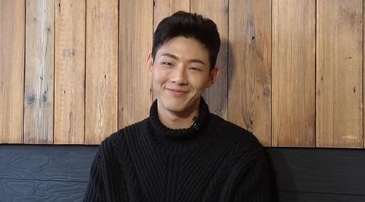 "Ji Soo Talks ""Page Turner,"" Park Bo Young, And Best Bud Byun Yo Han"