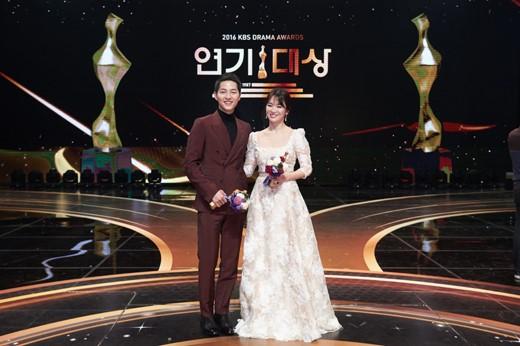 2016 kbs drama awards ile ilgili görsel sonucu