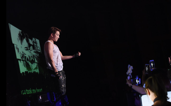 """Rain Confirms Collaboration With PSY During """"The Squall"""" Tour In Singapore"""