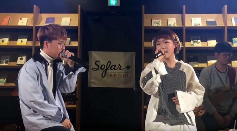 """Watch: Akdong Musician Gives BLACKPINK's """"Whistle"""" An Acoustic Makeover"""