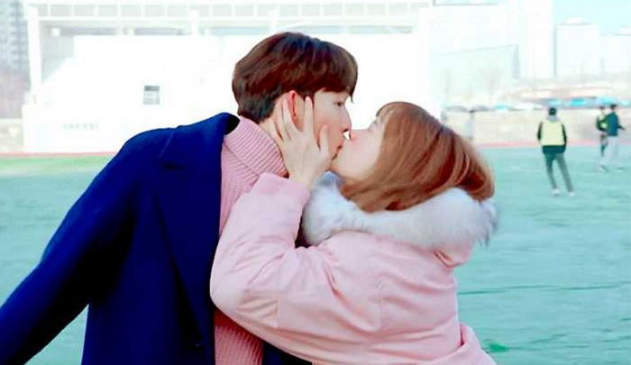 Lee Sung Kyung And Nam Joo Hyuk Revealed To Have Ad-Libbed One Of Their Kisses