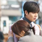 """""""The Legend Of The Blue Sea"""" Releases Stills Of Lee Min Ho's Emotional Reunion With His Mom"""